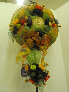 Green and black mesh green apples/muns