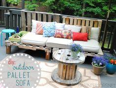 Creative Pallet Furniture DIY Ideas and Projects --> DIY Outdoor Pallet Sofa Pallet Garden Furniture, Reclaimed Wood Furniture, Furniture Projects, Furniture Plans, Diy Furniture, Outdoor Furniture, Furniture Chairs, Palette Furniture, Wood Sofa