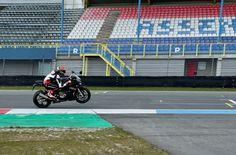 MvdM - wheelie op de BMW S1000RR. Uitkomend Geert Timmer chicane. Bmw S1000rr, Isle Of Man, Motogp, Motocross, Circuit, Van, Dirt Biking, Dirt Bikes, Vans