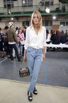 10 эффектных образов с классическими прямыми джинсами 8