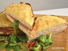 Francia reggeli: a croque monsieur Hungarian Recipes, Hungarian Food, Salty Foods, Sandwiches, Salad, Eat, Ethnic Recipes, Dinner Ideas, Drink