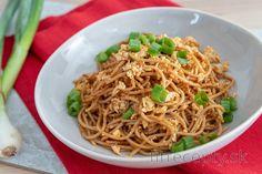 Špagety s opečeným tofu a pestom zo sušených paradajok Tofu, Good Food, Ethnic Recipes, Healthy Lunches, Diabetes, Anna, Diet, Bulgur, Olives