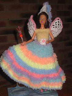 """Bonjour à tous et à toutes, Aujourd'hui Barbie est la princesse Iris Dans la mythologie grecque Iris(signifie """"arc en ciel"""") était la messagère et confidente d'Héra épouse de Zeus, et servait de trait d'union entre le Ciel et la Terre, mais elle a quelque..."""