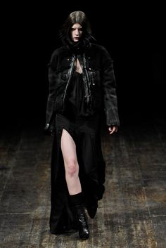 See the complete Julien Macdonald Fall 2011 Ready-to-Wear collection.