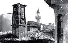 Kıztaşı Önde su terazisi ve arkada görünen Dülgerzade Camii