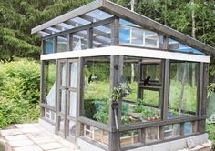 Popper design- Anun Popper greenhouse from old Windows - All For Garden Diy Greenhouse Plans, Greenhouse Supplies, Build A Greenhouse, Greenhouse Gardening, Greenhouse Wedding, Large Greenhouse, Old Window Greenhouse, Greenhouse Panels, Winter Greenhouse