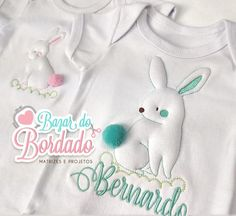 Matrizes Coelhos Relevo - Exclusividade Bazar Janome, Baby Kit, Patches, T Shirts For Women, Embroidery, Instagram, Embroidery Ideas, Rabbits, Craft