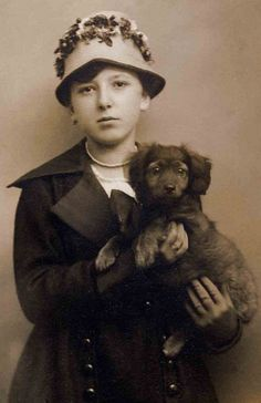 :::::::: Vintage Photograph :::::::: Girl and adorable puppy
