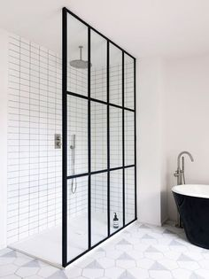 Framed shower screen |