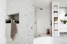 DW_badrum i vitt_par_dusch.jpg