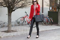Pennyblack coat. COS blouse. H&M leather pants. Zara Shoes. Céline Bag. H&M Sunnies.