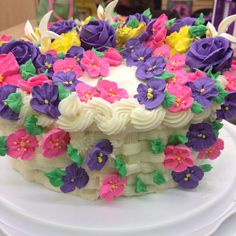 Wilton Course 2, final class 4. Basket-weave cake with flowers. Basket of flowers.