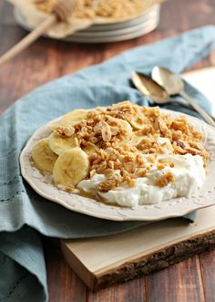 A simple, yet stunning breakfast from @hungrycouplenyc  Yogurt with Banana and Honey Almond Crumble