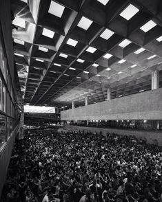 """* Fotaça do @vitornisida ・・・ #haddad na #FAU - 09/03/16 #fauusp #usp #artigas #vilanovaartigas #pb #bw #nikon #arquitetura #arquiteturapaulista #sp #sampa…"""