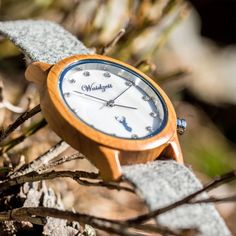 Hodinky Alpin Dolomiten - Unikátne drevené hodinky - www.waidzeit.sk Wood Watch, Ale, Modeling, Watches, Wooden Clock, Modeling Photography, Wristwatches, Ale Beer, Clocks