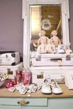 FRIVOLE ★ SHOP Sil's Home, Donkerbroek #brocante #curiosa #vintage #suitcase #dolls #mint #pink