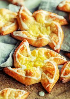 Slik lykkes du med hjemmelagde wienerbrød | Coop Marked Grapefruit, Peach, Baking, Food, Bread Making, Meal, Patisserie, Peaches, Backen