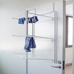 Dörrhängd torkställning Viggo från svenska Ericsindustrier. Monteras enkelt över dörren till ditt badrum eller din tvättstuga. Fri frakt!