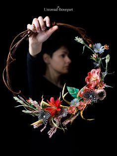 Il bouquet hoop rappresentail mese di febbraio ed è stato realizzato interamente a mano con fiori di piuma e di stoffa. Anche il legno che vedi è stato realizzato a mano. Per te solo il meglio. #bouquethoop #fioridiseta #wedding #fioridipiuma #art Bouquet, Fine Art, Jewelry, Jewlery, Jewerly, Bouquet Of Flowers, Schmuck, Bouquets, Jewels