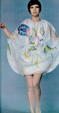 Pierre Cardin 1969.| FiftiesWeb 1969 Fashion, 60s And 70s Fashion, Mod Fashion, Vintage Fashion, Pierre Cardin, Jeanne Paquin, Christian Dior, Guy Laroche, Sonia Rykiel