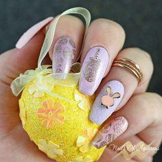 The golden eggs gel stamped nail art for easter pastel nails Hot Pink Nails, Rose Nails, Gel Nail Tips, Gel Nails, Nail Polish, Coffin Nails, Cute Simple Nails, Rose Gold Chrome, Easter Nail Art