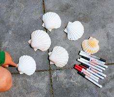 DIY: kinderen- schelpen versieren - decoratie shells- diy kids- http://www.galerie-lucie.nl/