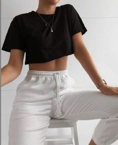 Cute Lazy Outfits, Crop Top Outfits, Sporty Outfits, Teen Fashion Outfits, Retro Outfits, Simple Outfits, Look Fashion, Stylish Outfits, Fashion Clothes