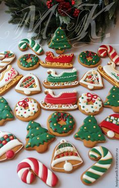 Christmas Cookies Gift, Christmas Biscuits, Christmas Snacks, Xmas Food, Christmas Cupcakes, Christmas Cooking, Christmas Goodies, Christmas Candy, Cookie Decorating
