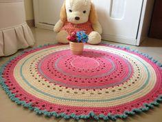 lindo tapete em barbante de qualidade. Mede 1 metro de diâmetro, ideal para decorar quarto de bebê, criança ou adulto. Pode ser feito em outras cores e tamanhos a consultar.
