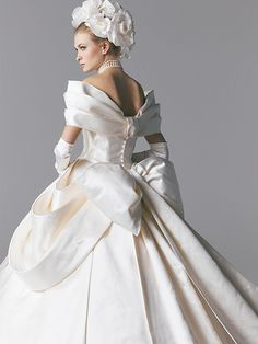 Curating wedding dresses and bridal accessories. White Wedding Dresses, Bridal Dresses, Wedding Gowns, Dresses Short, Special Dresses, Fairytale Dress, Wedding Dress Accessories, Beautiful Gowns, Dress Brands