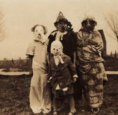35 Vintage Creepy Photos You Just Can't Explain. The poor man's Halloween costume. [c. 1940s]