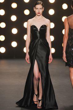 La robe Jessica Rabbit du défilé Naeem Khan à New York
