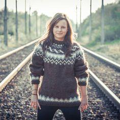 Jumper Knitting Pattern, Knitting Patterns, Icelandic Sweaters, Scandinavian Design, Vintage Designs, Pullover, Wool, Trains, Photography