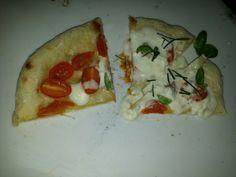 Pizza maison tomates cerises et burrata