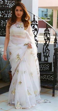 Indian Bollywood Saree Sari pakistani Ethnic Wedding Wearing Saree Blouse Sari Informations About Indian Bollywood Saree Sari pakistani Ethnic Wedding Wearing Saree Blouse Sari Pin You can easily use Dress Indian Style, Indian Dresses, Indian Outfits, Indian Wear, Trendy Sarees, Stylish Sarees, Fashion Designer, Indian Designer Outfits, Fashion Week
