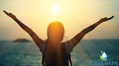 """Gününüze sabah yogası; """" Güneşe Selam """" ile güneşe saygınızı göstererek başlayın ve hayat veren enerjisineulaşın.☀️Güneşi selamlamak, vücudumuzu, nefesimizi ve zihnimizi birleştiren döngüyü canlandırmak için kullanılır. Fiziksel ve ruhsal olarak varlığımızı her anlamda canlandırır. 🙏🏻"""