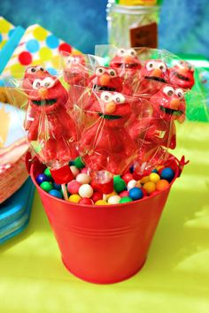 Elmo Centerpiece! Elmo chocolate lollipops, gumballs, and small red buckets. Super cute!