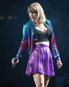 (September Taylor wears a Jessica Jones jacket, bra and skirt for the 1989 tour All About Taylor Swift, Taylor Swift Concert, Taylor Swift Outfits, Taylor Swift Hot, Taylor Swift Style, Red Taylor, Swift Tour, Taylor Swift Wallpaper, Barbie