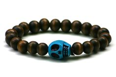 Wood Junkie Pearl Bracelet 9mm Big Skull Dark Brown/ Blue - Urban Classics-Shop.nl
