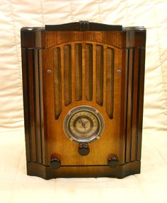 Great Website for some bad ass antique radios.
