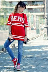 Find and save outfit ideas about red sneakers on Chicisimo app, the outfit ideas app that helps women decide what to wear. White Keds, Zara, Pull N Bear, Red Sneakers, Back To School Outfits, What To Wear, T Shirt, Tops, Blog