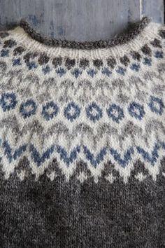 Riddari knitalong 4 – Oket ‹ Kammebornia Beginner Knitting Patterns, Fair Isle Knitting Patterns, Sweater Knitting Patterns, Knitting For Beginners, Knitting Stitches, Knitting Designs, Knitting Projects, Fair Isle Pullover, Norwegian Knitting