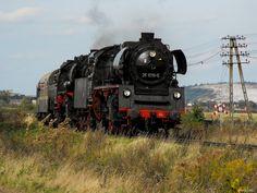 35 1019-5 (Einheitslok) + 52 8080-5 (Kriegslok) on its way to a steam gala in Jaworzyna Śląska.