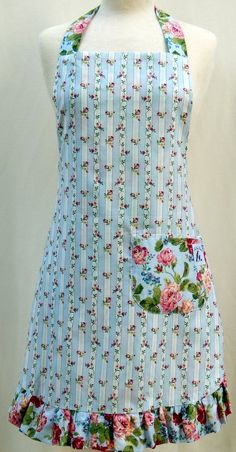Reverse Side of the English Roses Apron - Available in Child and Baby Sizes Retro Apron, Aprons Vintage, Sewing Hacks, Sewing Crafts, Sewing Projects, Cute Aprons, Apron Designs, Sewing Aprons, Sewing Patterns