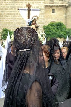 Holy Week in Sevilla. During Semana Santa (Holy Week) some Spanish Women wear traditional Mantilla dress and can be seen on the streets. The Semana Santa takes place during the week leading up to Easter Sunday. Spanish Woman, Spanish Style, Mantilla Semana Santa, Karl Otto, Merry Widow, Chapel Veil, Spanish Culture, Malaga, Traditional Outfits