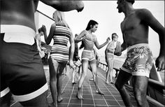 Dancing Teens 1964 Pacific Palisades, California by Elliott Erwitt Documentary Photographers, Famous Photographers, Inverness, Book Photography, Street Photography, White Photography, Fashion Photography, Scandinavian Style, Eliot Erwitt