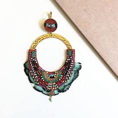 Célébrez les fêtes de Noël en beauté avec la collection Indiana ! #satelliteparis #gioielli #bijoux #love#photooftheday #bouclesdoreilles #earrings #swarovski #perlesdujapon #plumes #feather #cornaline #cristal