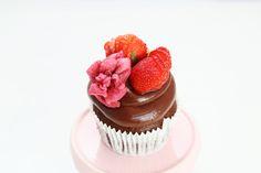 Cup cake cioccolato e fragola  © Lucia Dovere