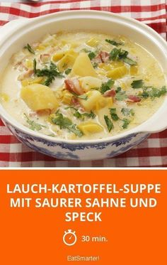 Lauch-Kartoffel-Suppe mit saurer Sahne und Speck Leek and potato soup with sour cream and bacon – smarter – time: 30 min. Healthy Eating Tips, Healthy Recipes, Healthy Nutrition, Soup Recipes, Cooking Recipes, Drink Recipes, Lard, Vegetable Drinks, Potato Soup