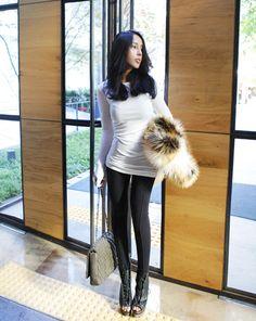 """Today's Hot Pick :时尚派☊纯色拉链低腰打底裤 http://fashionstylep.com/P0000FOB/khyelyun/out """"打底裤,可是亲们的最爱哦,不管是暖暖的春秋季还是寒冷的冬季,都会受到很多人的青睐,也是流行不变得经典~这款打底裤柔软舒适,而且弹性适中,修身又显瘦~从腰部延伸到裤脚的裤线设计和醒目的拉链设计,让它从众多打底裤中脱颖而出,更具潮流感,绝对是潮人不能错过的必备款式! *搭配建议:百搭款式,他的搭配能力真是超强哦~! -打底裤- -拉链- -三色可选-"""""""